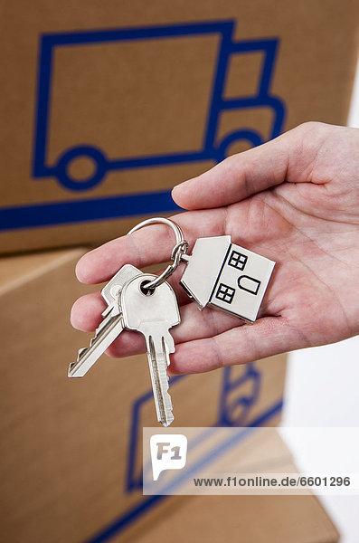 Wohnhaus halten Preisschild Form Formen mögen Hausschlüssel Schlüssel Metall
