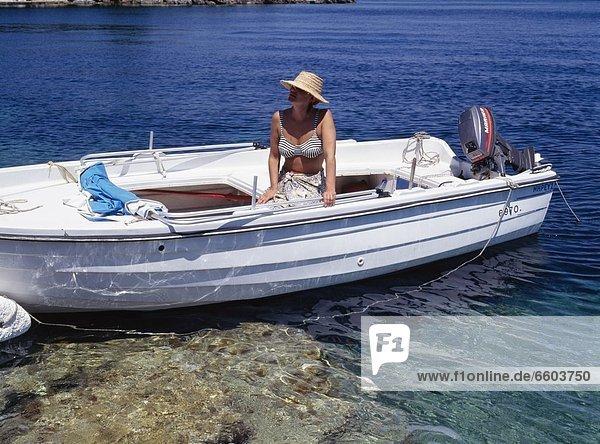 Frau  Motorboot