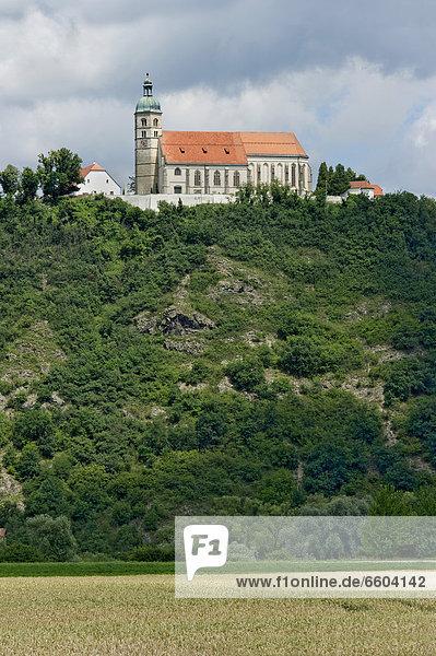 Wallfahrtskirche Sankt Maria Himmelfahrt  Bogenberg  Straubing-Bogen  Niederbayern  Bayern  Deutschland  Europa  ÖffentlicherGrund