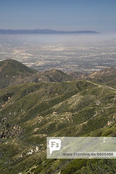 Luftverschmutzung im San Bernardino Valley  östlich der Innenstadt von Los Angeles  von den San Bernardino Mountains  Los Angeles  Kalifornien  USA