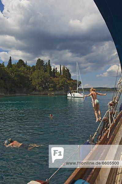 nahe Tourist Schiff Insel Kreuzfahrtschiff
