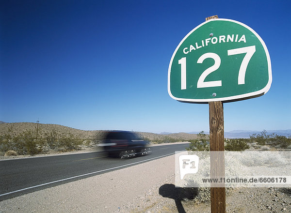 Auto  Fernverkehrsstraße  Zeichen  Wüste  Mojave-Wüste  Signal
