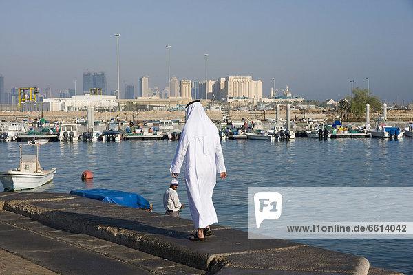 Skyline  Skylines  Mann  Kleid  Tradition  Bucht  Doha