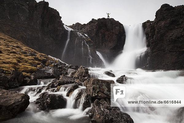 Reißender Fluss im Vestdalur  Seydisfjördur  Island  Europa