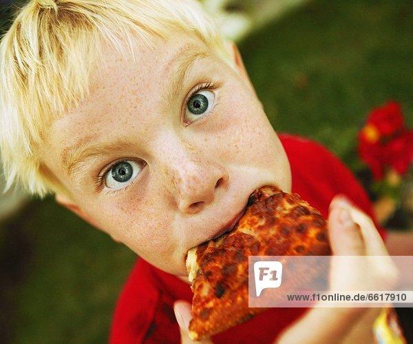 essen  essend  isst  Pizza