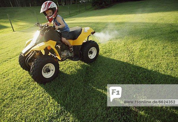Kinderzimmer  Junge - Person  fahren  Quadbike