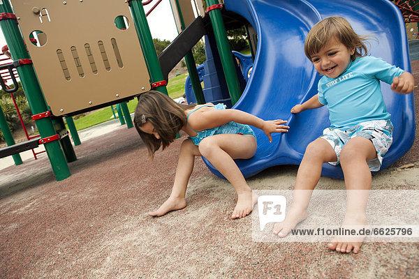 rutschen  Bruder  Schwester  Spielplatz  Rutsche  rutschen