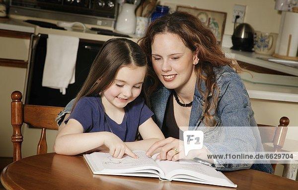 jung  Mädchen  Mutter - Mensch  vorlesen