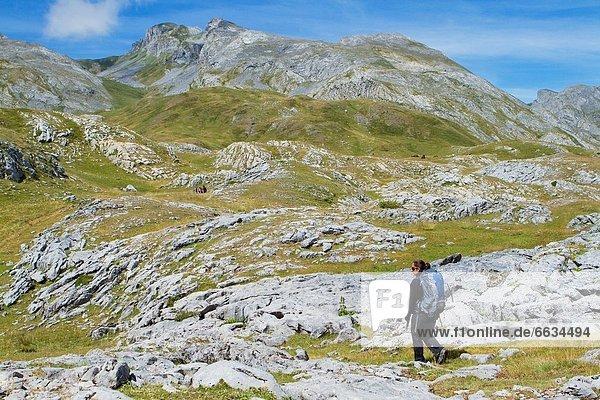 Bergsteiger  gehen  Pyrenäen
