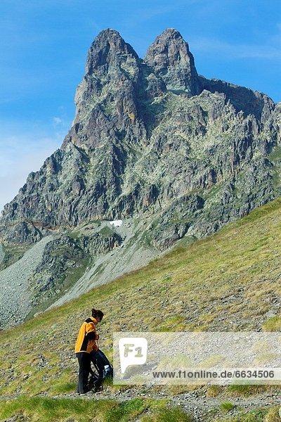 Bergsteiger  nahe  gehen  Pyrenäen