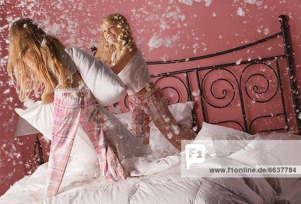 Kampf Kopfkissen Mädchen