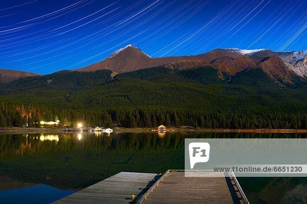 sternförmig Berg Nacht See Jasper Nationalpark Alberta Kanada Maligne Lake See