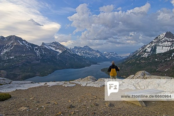 Nationalpark stehend See wandern Waterton Lakes Nationalpark Alberta Kanada
