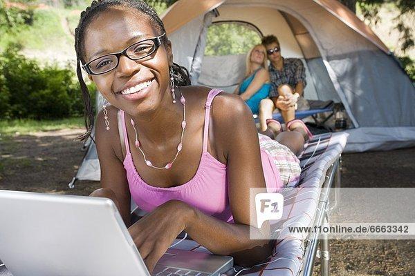 Fröhlichkeit  Campingplatz