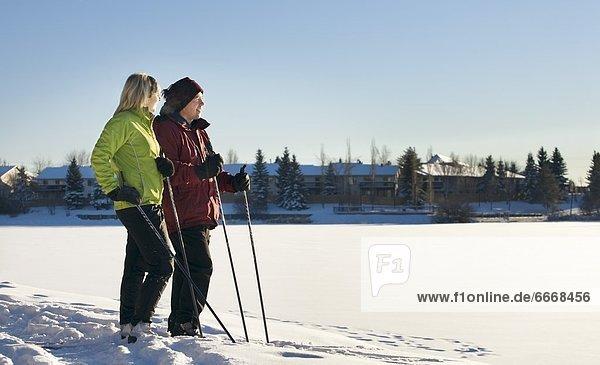 überqueren  Mensch  Ski  zwei Personen  Menschen  2  Kreuz