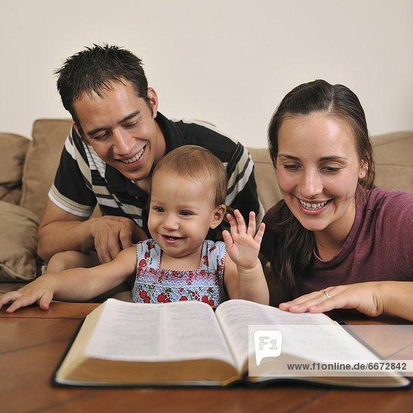 Zusammenhalt  jung  Bibel  Christ  vorlesen