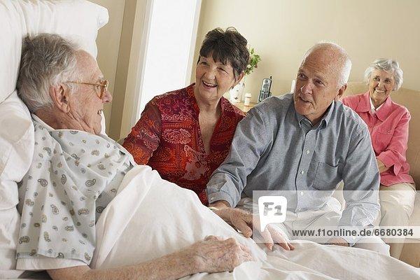 Menschlicher Vater  Krankenhaus  Senior  Senioren  Besuch  Treffen  trifft