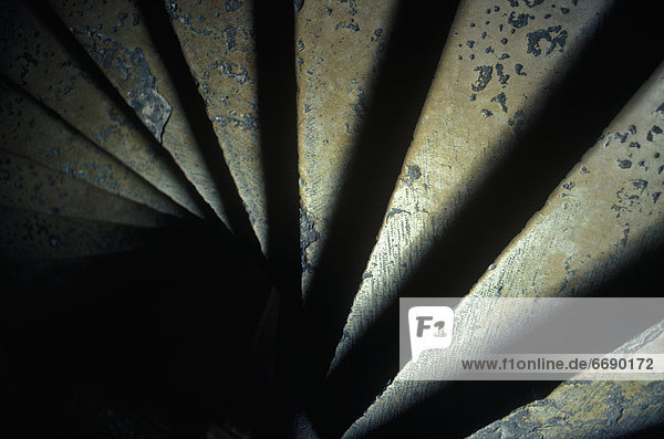 spiralförmig  spiralig  Spirale  Spiralen  spiralförmiges   Stein  Treppenhaus  antik