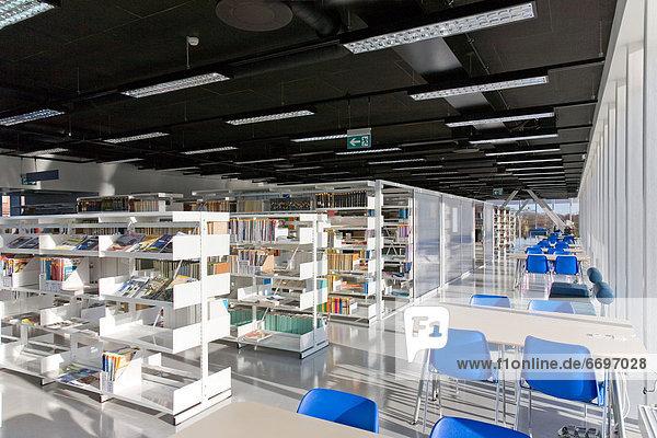 Innenaufnahme  Bibliotheksgebäude  öffentlicher Ort