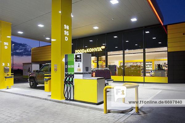 Gas  modern  Haltestelle  Haltepunkt  Station