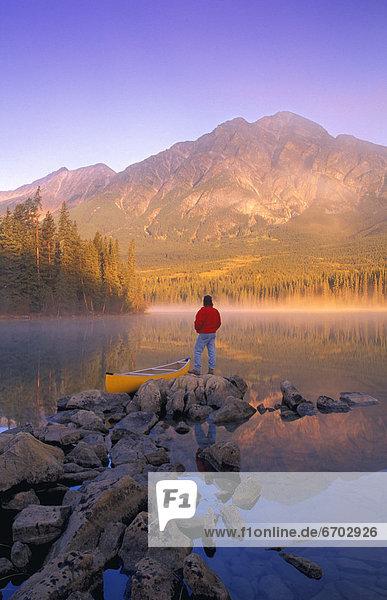 pyramidenförmig,  Pyramide,  Pyramiden , Mann , See , Kanu , Jasper Nationalpark , Alberta , Kanada , Pyramide