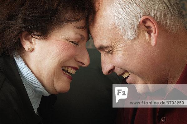 Zusammenhalt  Ehepaar  lachen