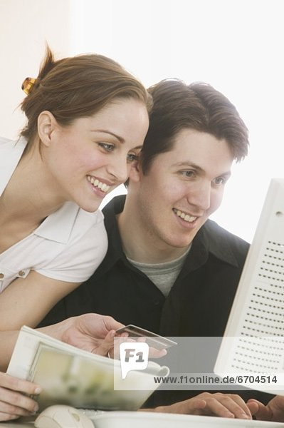 Paar online-shopping