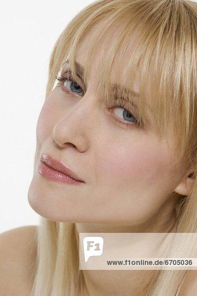 Schrägansicht  schräg  blond  Frau