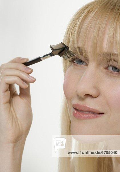 benutzen  Frau  lächeln  Kosmetik  Bürste