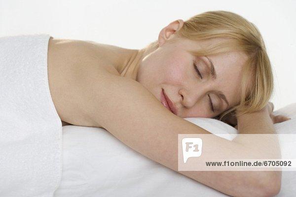 Frau  Fröhlichkeit  ruhen  schlafen
