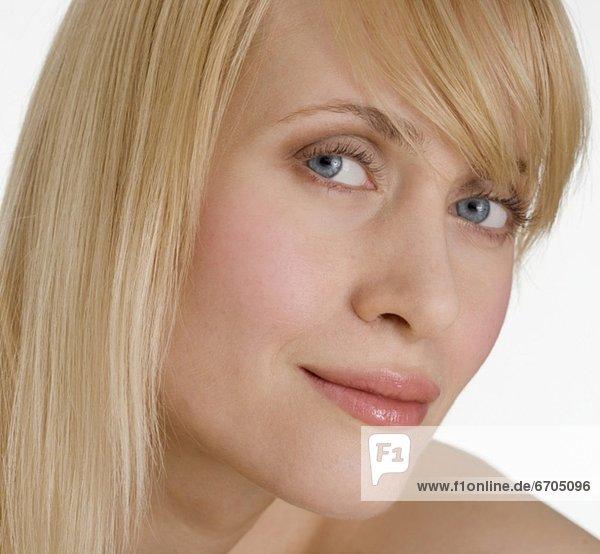 Halbportrait  blond  Frau  sehen  Seitenansicht