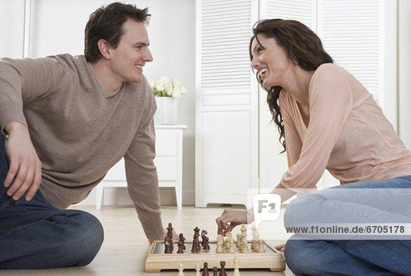 lächeln Schach spielen