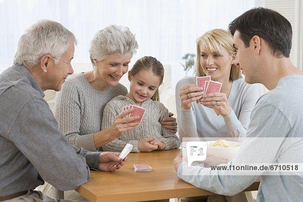 Karte  Mehrgenerationen Familie  spielen