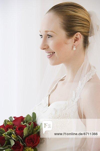 hoch  oben  nahe  Blumenstrauß  Strauß  Braut  halten