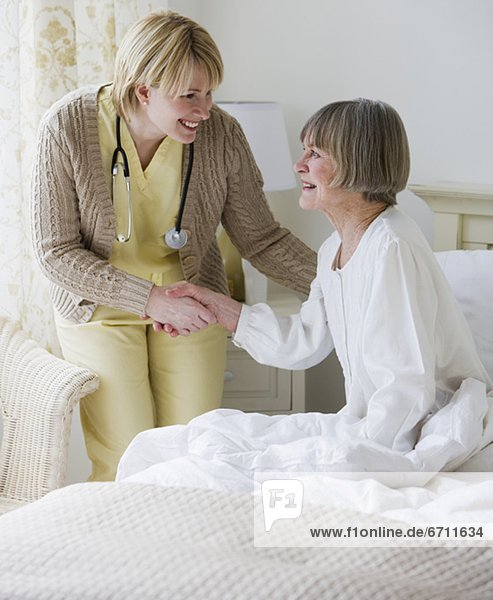 Senior  Senioren  Hilfe  Bett