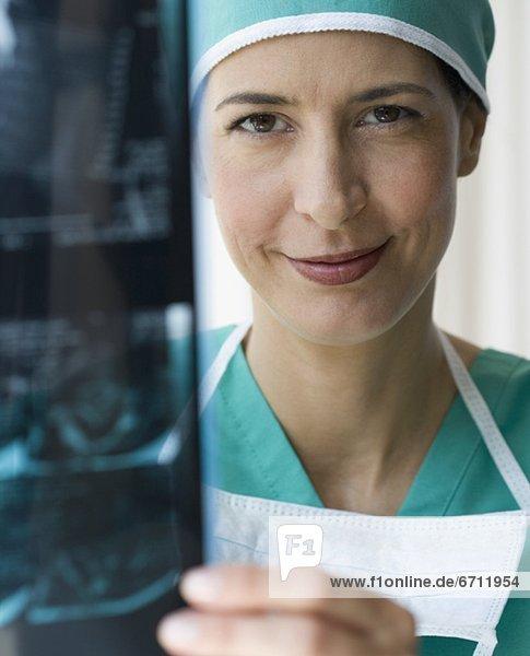 Arzt  halten  Röntgenbild