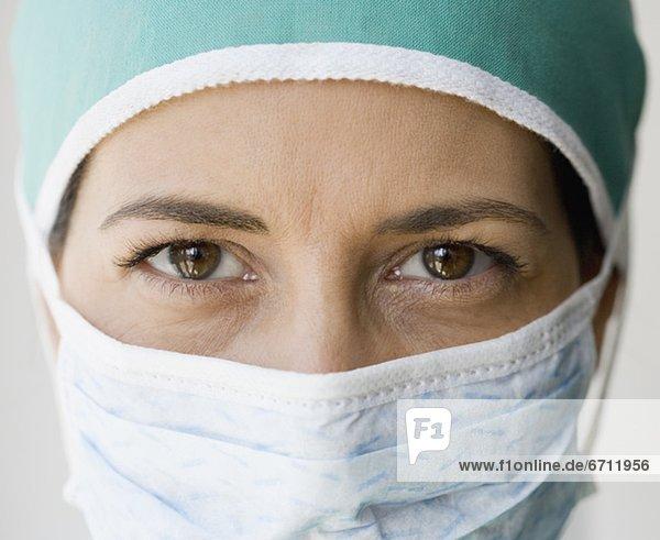 Close up of Ärztin mit op-Maske