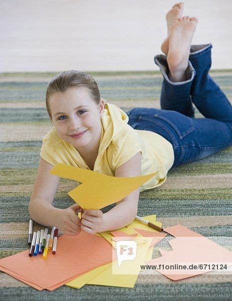 bauen  Boden  Fußboden  Fußböden  Papier  schneiden  Mädchen