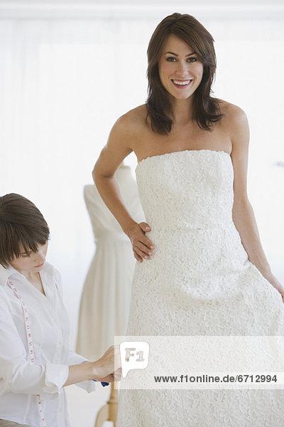 Braut  eng  Kleid