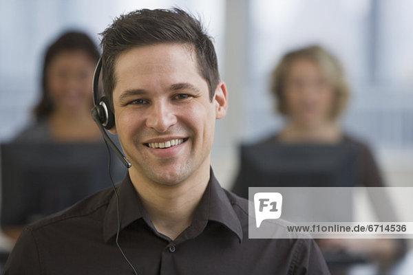 Geschäftsmann tragen headset
