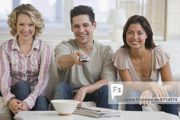 Freundschaft  sehen  Fernsehen  multikulturell