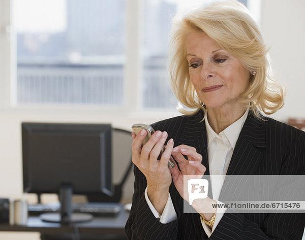 Geschäftsfrau Zelle Telefon