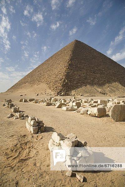 pyramidenförmig  Pyramide  Pyramiden  Wüste  Pyramide