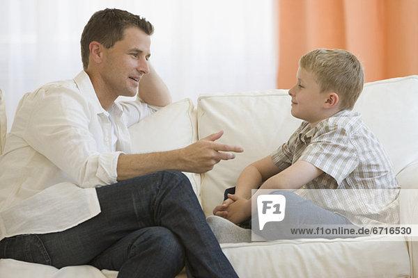 sprechen Couch Menschlicher Vater Sohn