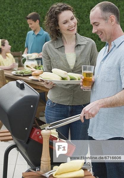 2 grillen grillend grillt