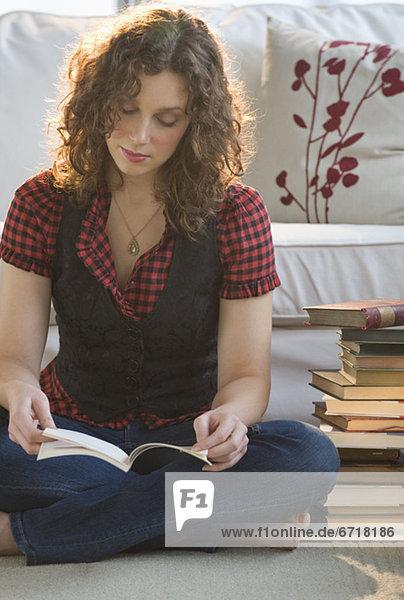 Frau Boden Fußboden Fußböden Buch Zimmer Taschenbuch Wohnzimmer vorlesen