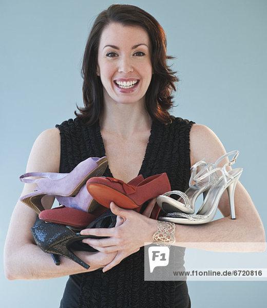 Haufen  Frau  halten  Schuh
