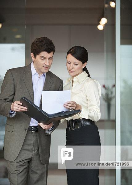 Mensch  zwei Personen  Büro  Menschen  2  Business  Schreibarbeit