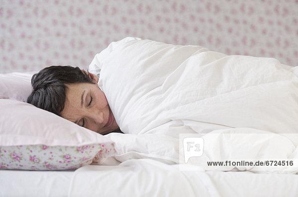 Frau schläft