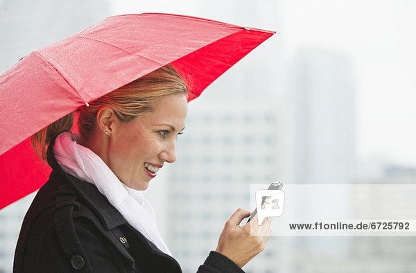 Frau  Tag  Kurznachricht  Regen